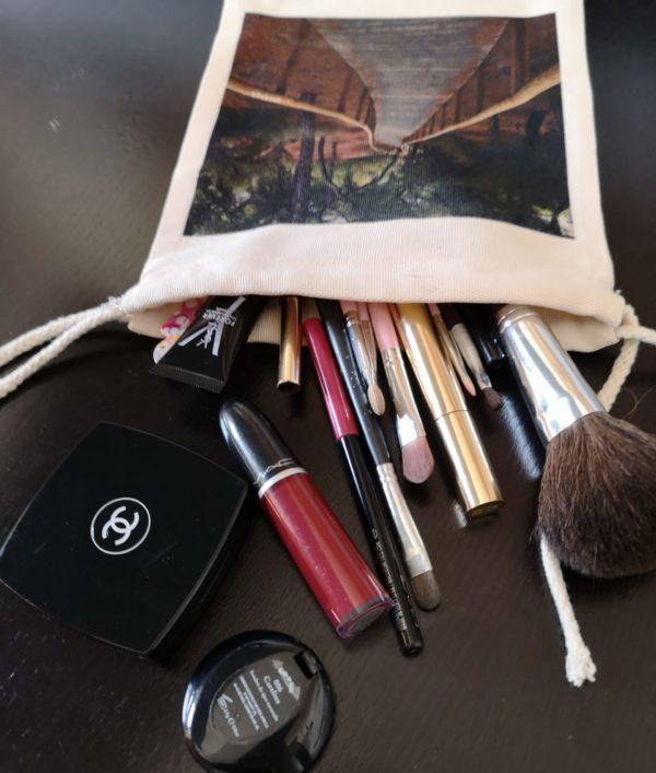 foto-canto-de-sirena-bolsita-maquillaje