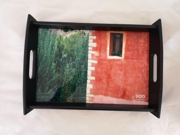 bandeja-negra-foto-paisaje-en-rojo