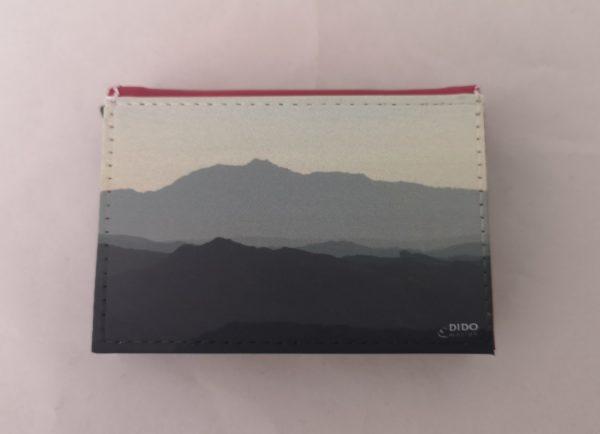 tarjetero-rosa-foto-beyond-the-blue-mountain